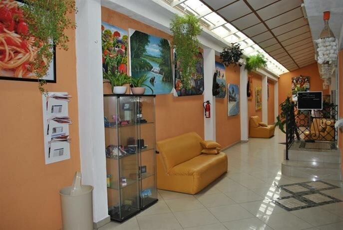 Gusto Tropical Hotel