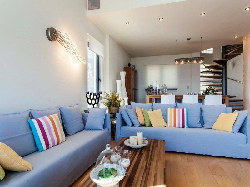4 bedroom Villa in Agia Pelagia Re0590