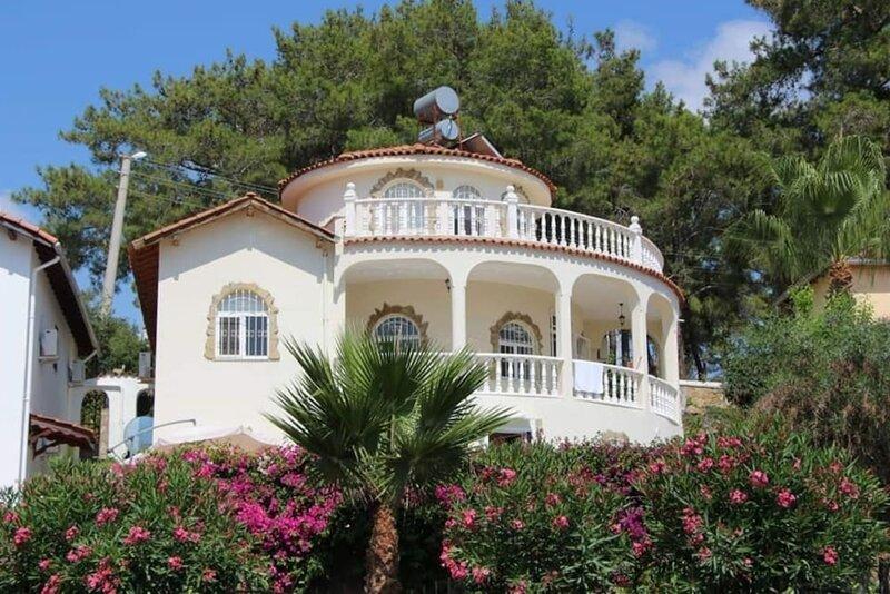 Stunning 4-bed Villa in Avsallar