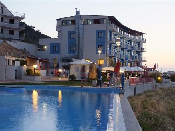 Tus' Hotel