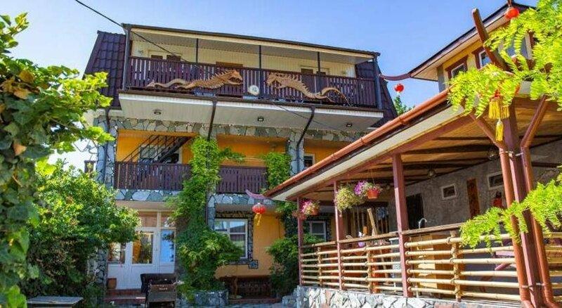 Zolotoy Pelikan Guest House