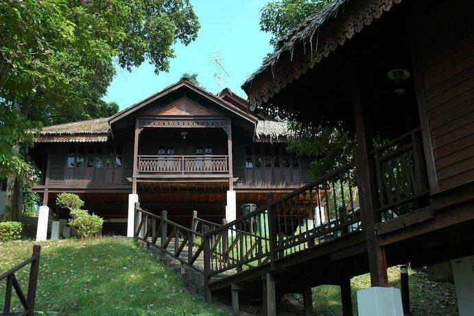 Kampung Tok Senik Resort
