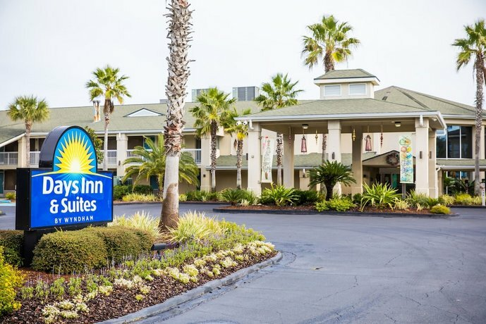 Days Inn & Suites by Wyndham Jekyll Island