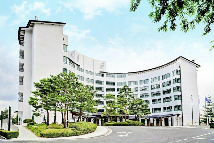 Cheongpung Resort Lake Hotel