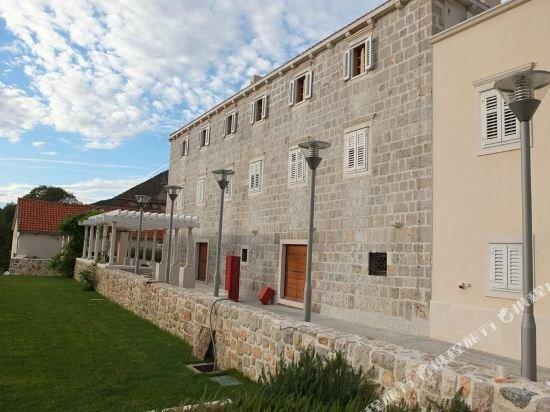 Lesic Dimitri Palace