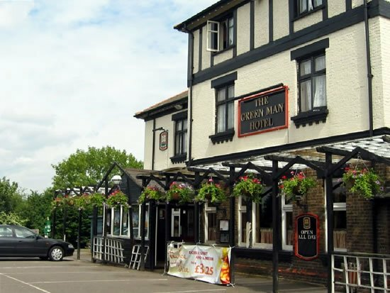 Oyo The Green Man Pub and Hotel