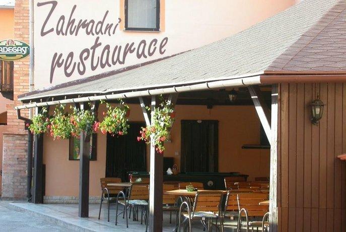 Penzion A Restaurace Na Jizdarne