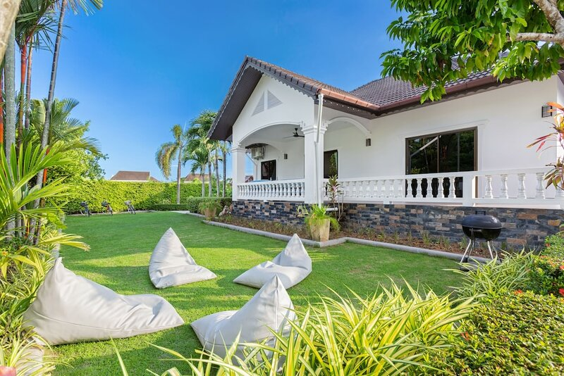 5 Bedrooms Pool Villa Behind Phuket Z00