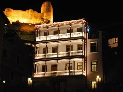 Отель на Гоми