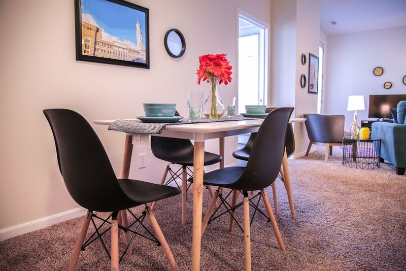 2 Br Apt Downtown with view by Frontdesk