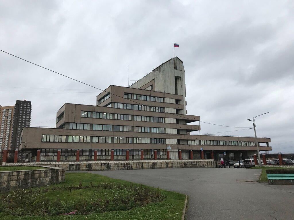 Глава Красносельского района Фадеенко обувает петербуржцев на миллионы рублей