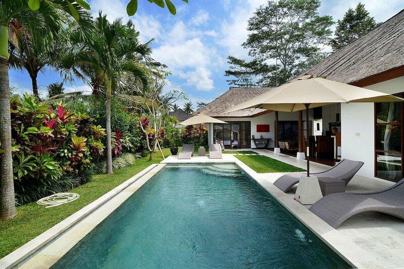 Rent a Luxury Villa in Bali Close to the Beach, Bali Villa 2031