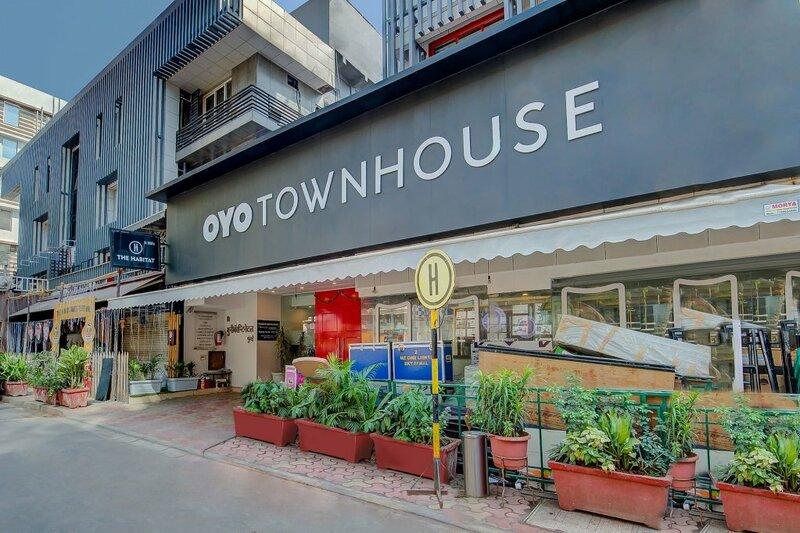 Townhouse 046 Khar West Station