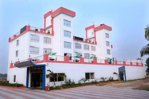 Oyo 28336 Hotel Girish