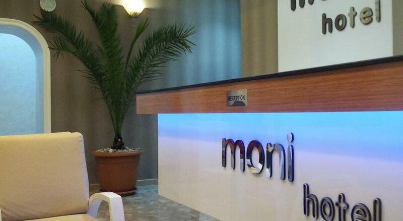 Отель Moni