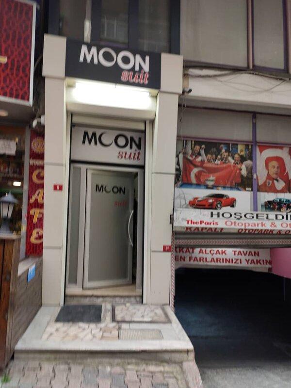 Moon Suit Otel