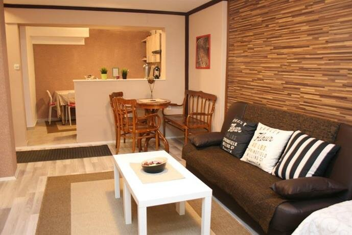 Lukanov Apartments & Guest Rooms