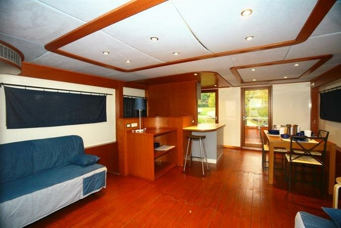 Lake Garda Houseboat
