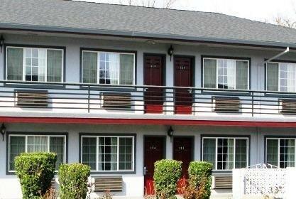 Redwood Inn Motel