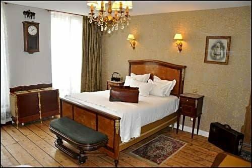 Detective Hotel
