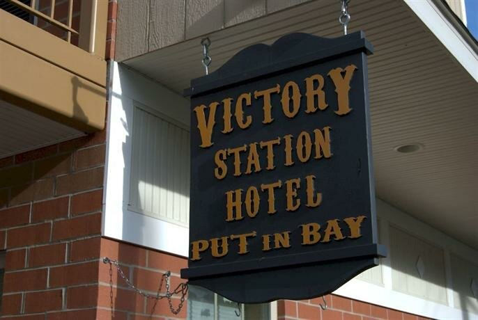 Put in Bay Victory Station Hotel