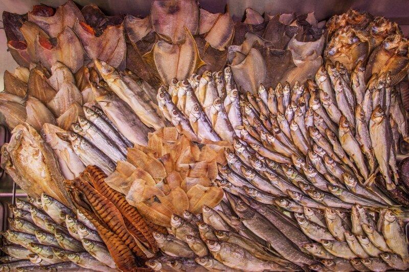 выкладка копченой рыбы в магазине фото рынок предлагает разновидности