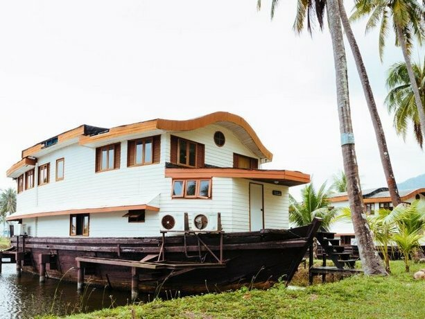 Koh Chang Boat Chalet Hotel