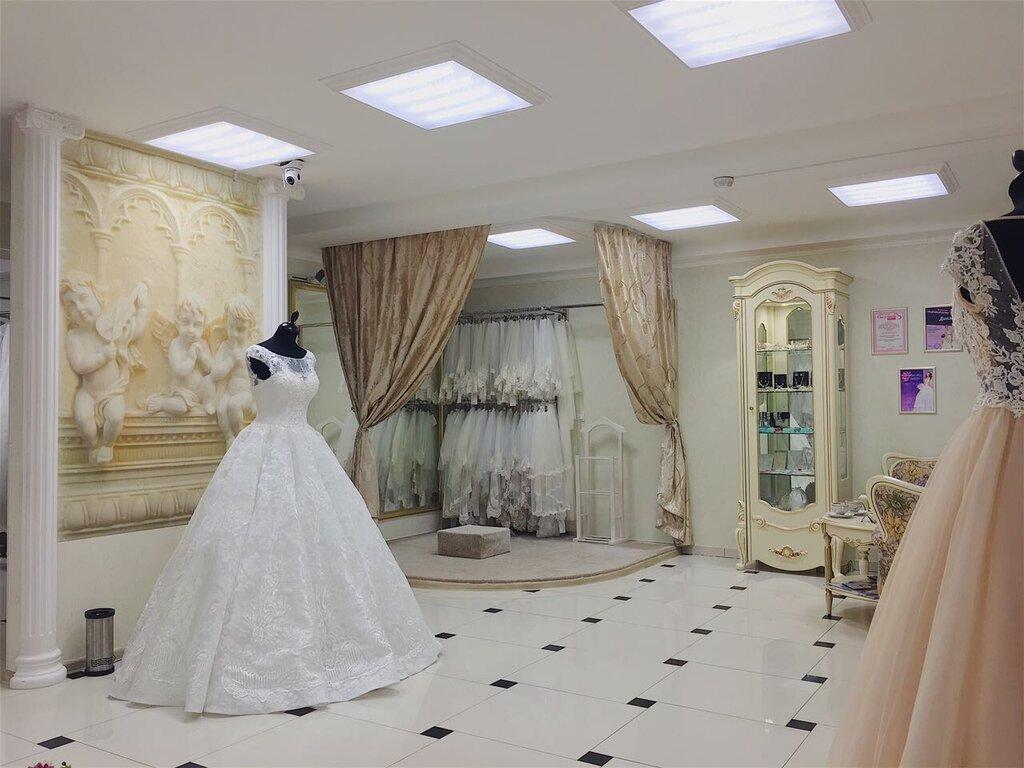 Оформление входной двери свадебного салона фото