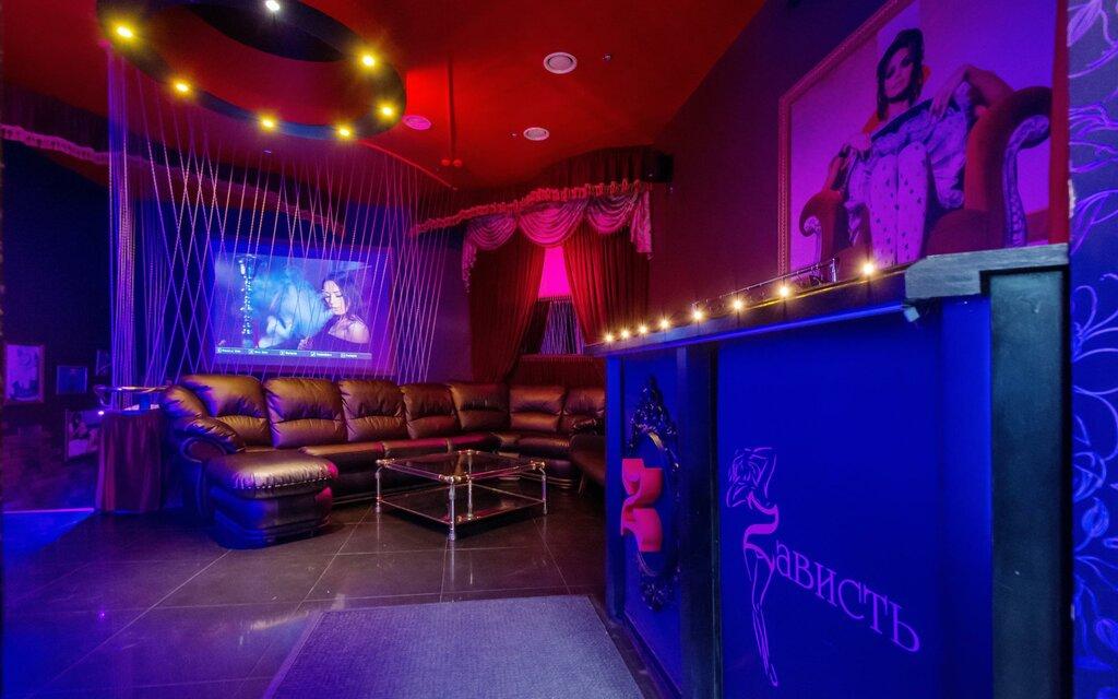 Стриптиз бар на конюшенной шкода октавия москва клуб