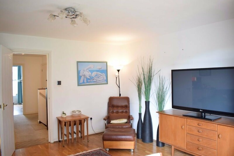Modern 2 Bedroom Apartment Near Tower Hill