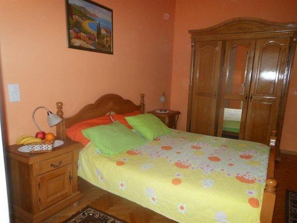 Lorena Rooms