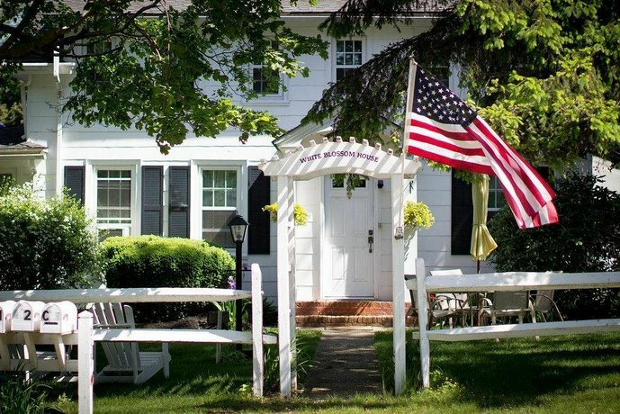 White Blossom House Inn