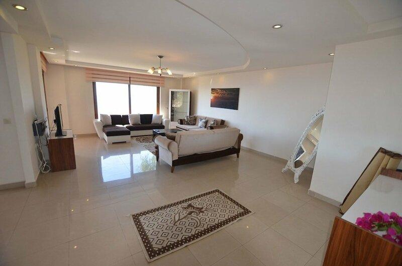 Luxury 5 Bedroom Villa With Communal Pool, Alanya Villa 1038