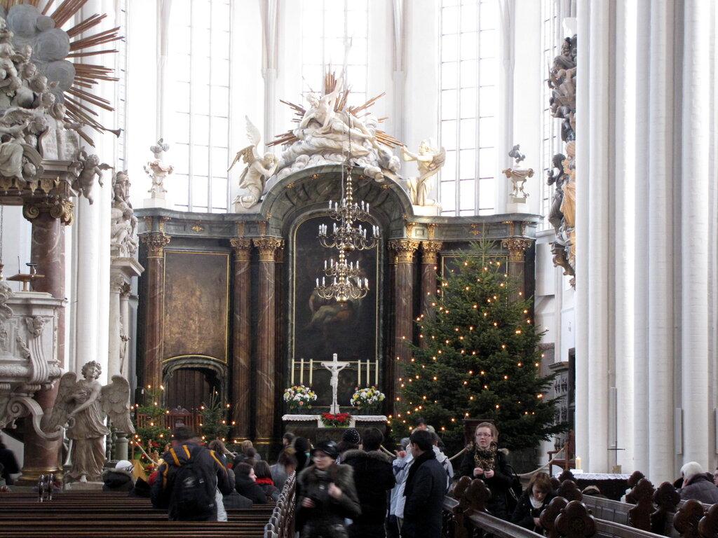 Фотосессия в католическом соборе идеи