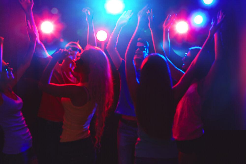 фото красивых парней и мужчин в ночных клубах внимание