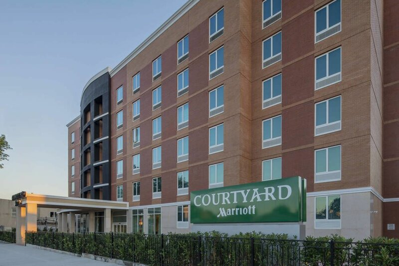 Courtyard by Marriott New York Queens/Fresh Meadows