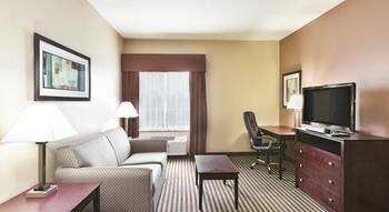 Summer Hill Inn & Suites