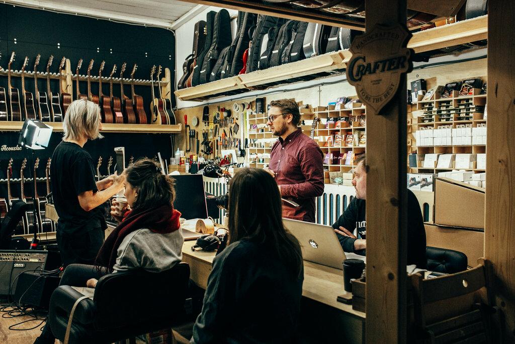 Москва магазин гитарный клуб сочи парк ночной клуб