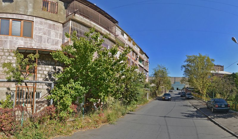 Close to Center and Metro Family Apartment