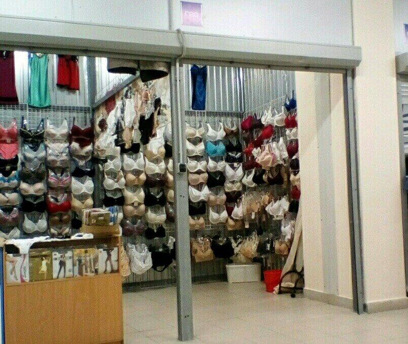 муж в магазине женского белья