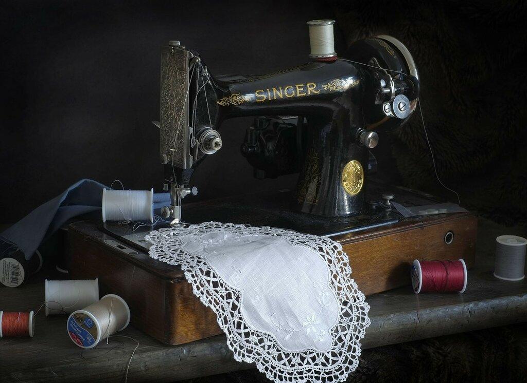 Рисунок книгу о тряпку швейная машина фото потребовал