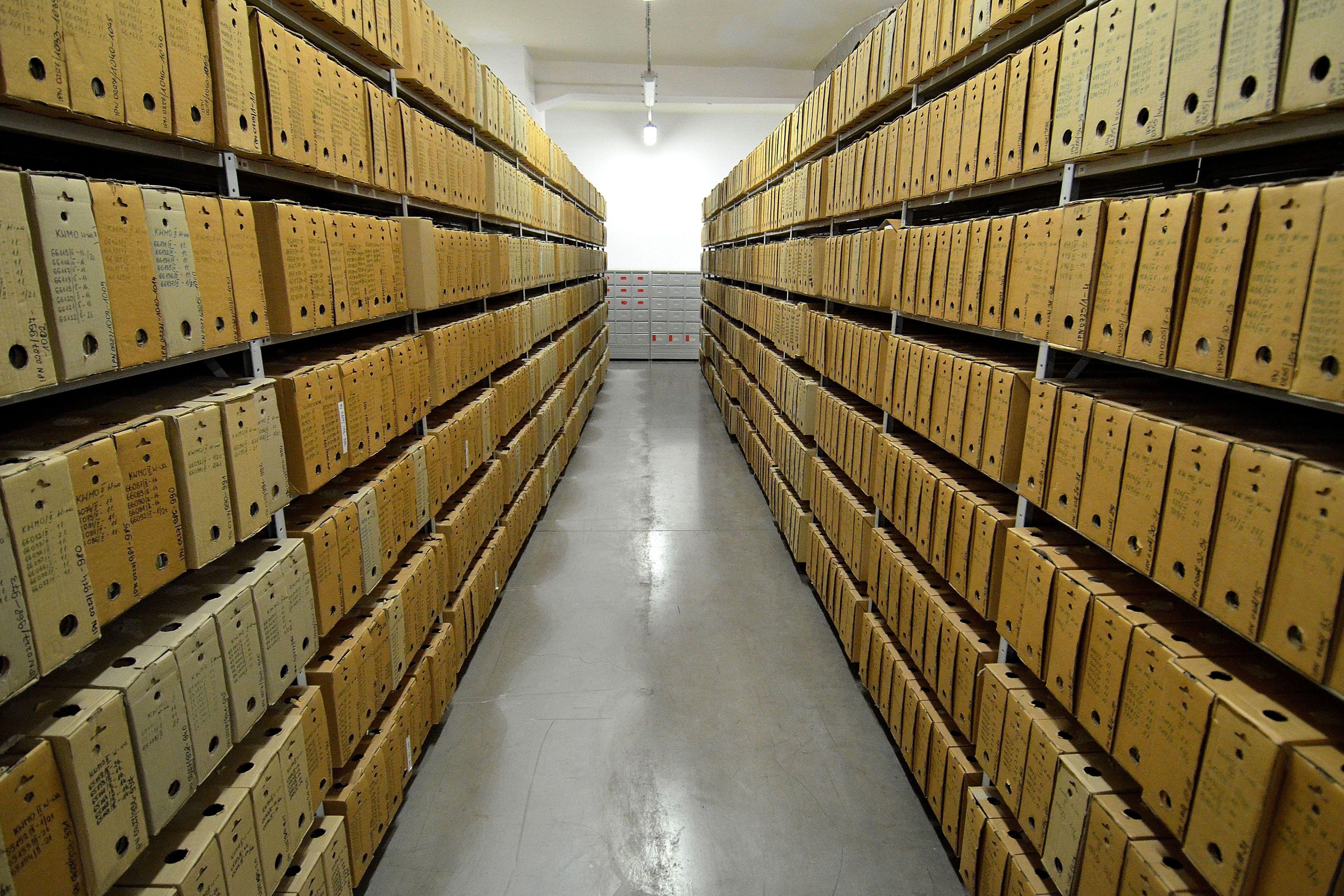 Картинка архив документов, год совместной жизни