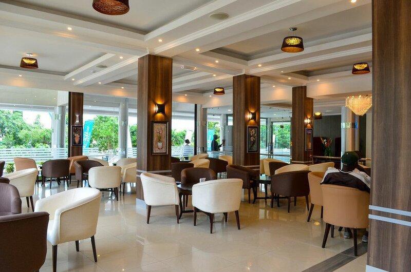 Отель Grand Royal Swiss