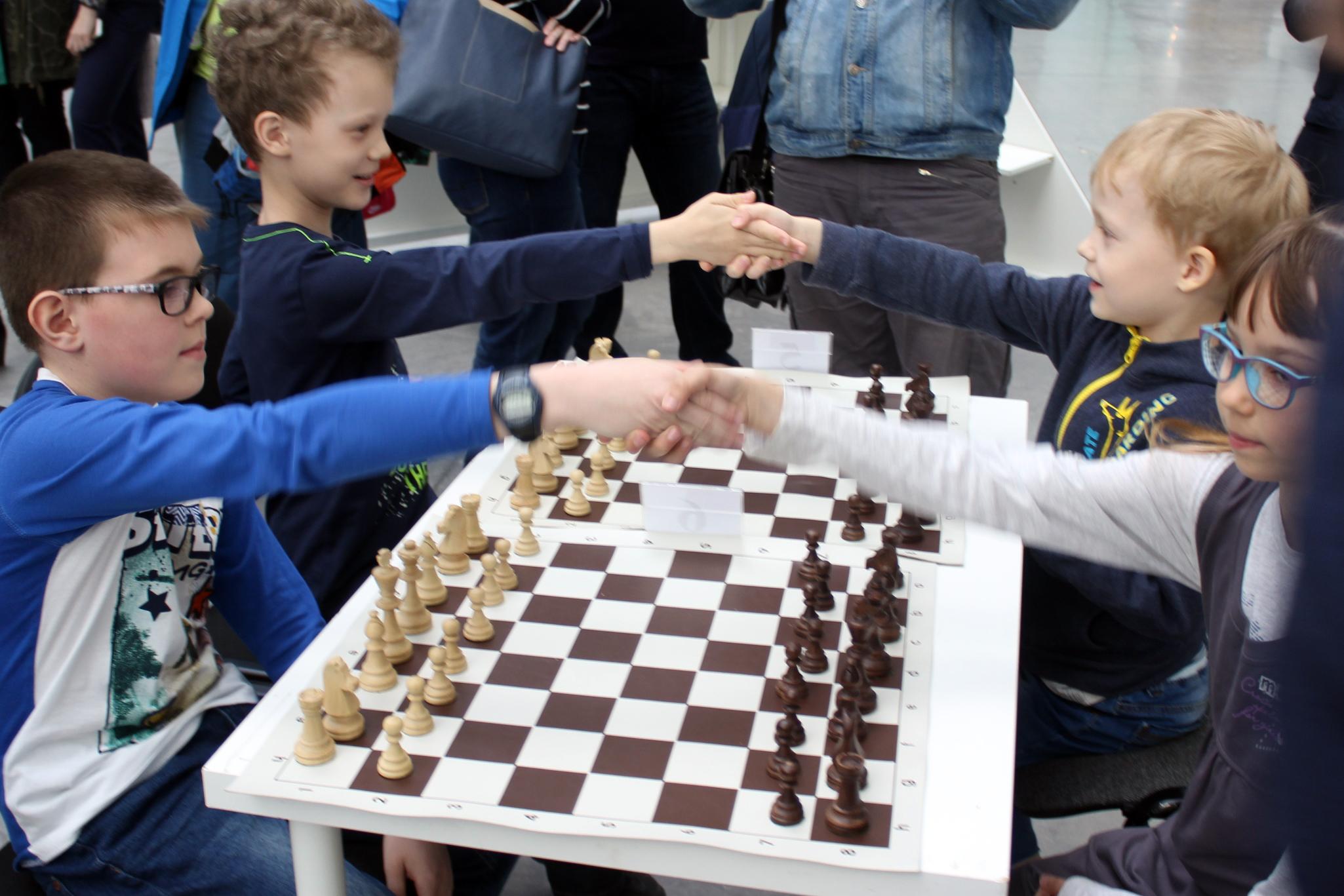 Открытку лет, картинки шахматы в школе