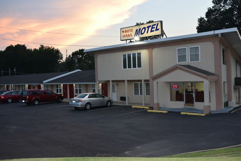 White Oaks Motel
