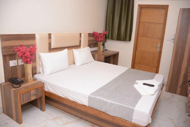 Hotel Golden Oasis Delhi
