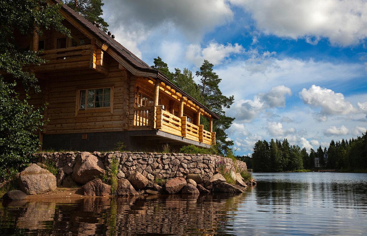 основным дом на берегу реки смотреть фото частично