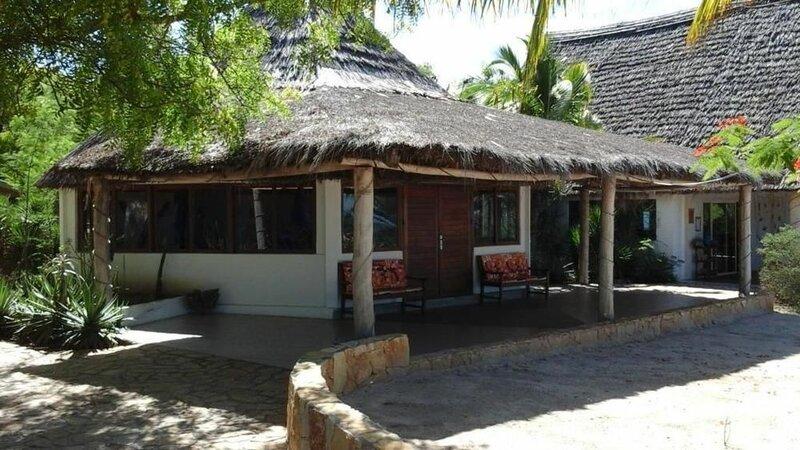 Caliente Beach Lodge