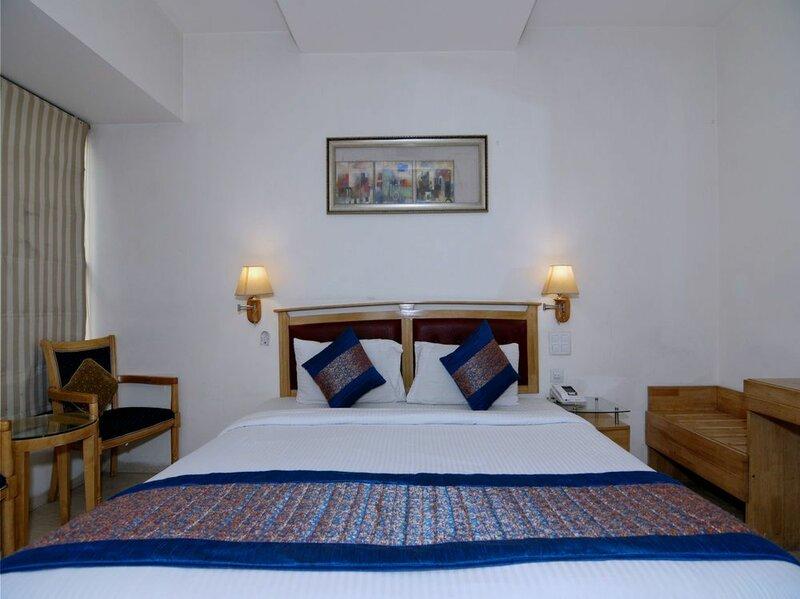Oyo 5270 Sam Hotel