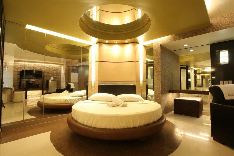 One Serenata Hotel Bacao
